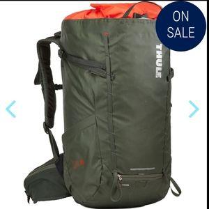 Thule stir 35l green hiking bookbag